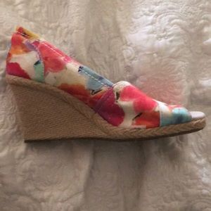 Toms floral wedge. Brand new. Never worn. 7w